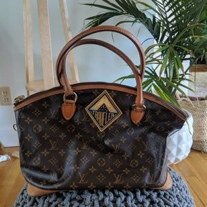 Stunning Louis Vuitton large shoulder bag